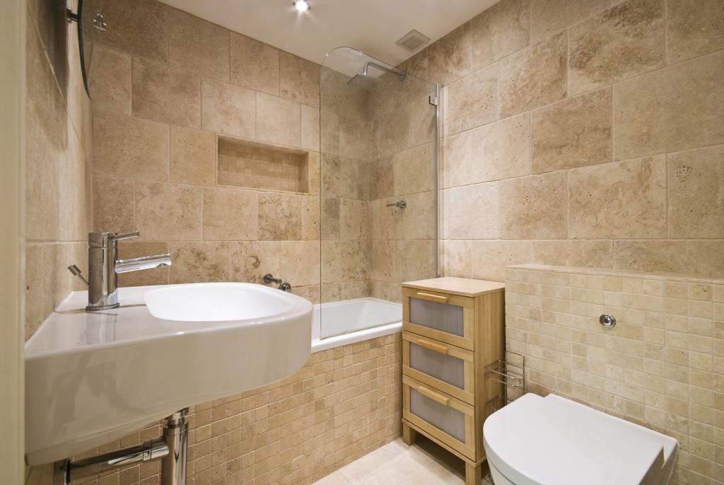 beautiful-travertine-bathroom