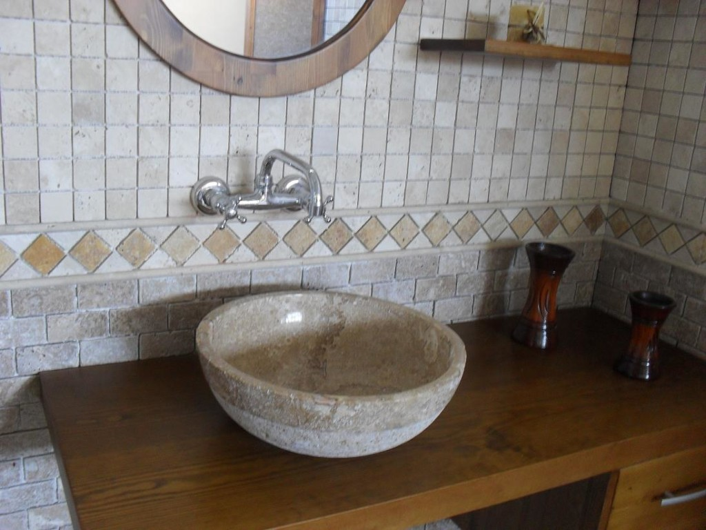 travertine-accessories-for-bathroom